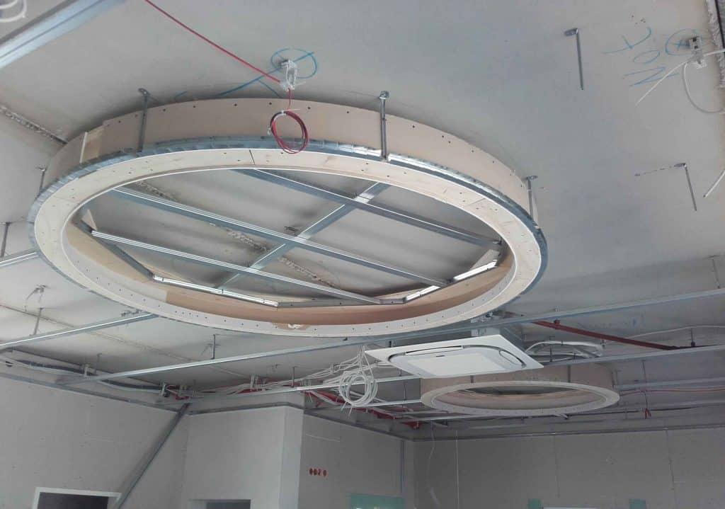 Unterkonstruktion für indirekte Beleuchtung an der Decke